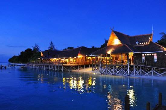 The Reef Dive Resort: Resort Night View
