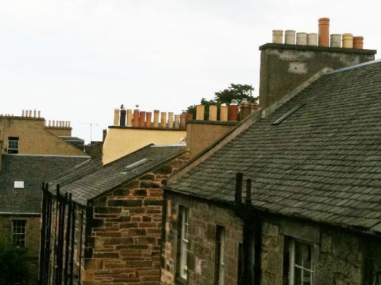 The Broughton Hotel: Vista dalla finestra della stanza