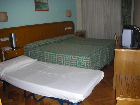 Hotel Astures: Habitacion triple