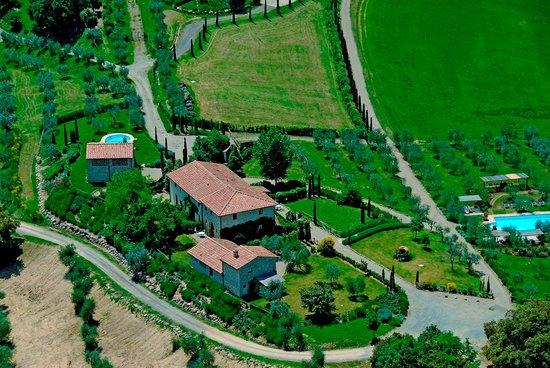 Tenuta Sant'Ilario: Foto aerea della tenuta