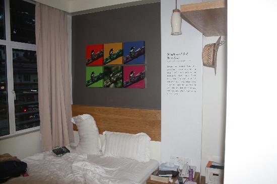 KK Suites Hotel: A Queen room