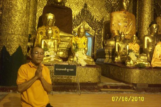 Shwedagon Pagoda: Mr. kasem