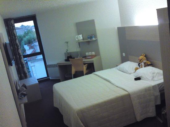 Kyriad Montelimar Centre : The bedroom