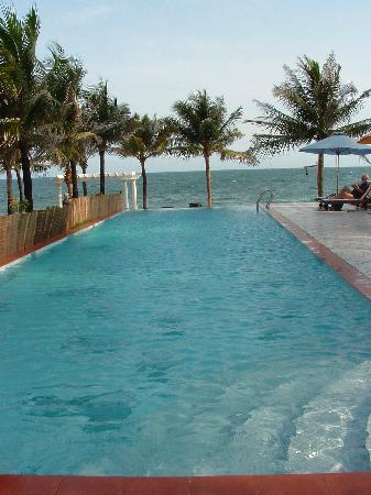 Grace Boutique Resort: The infinity pool