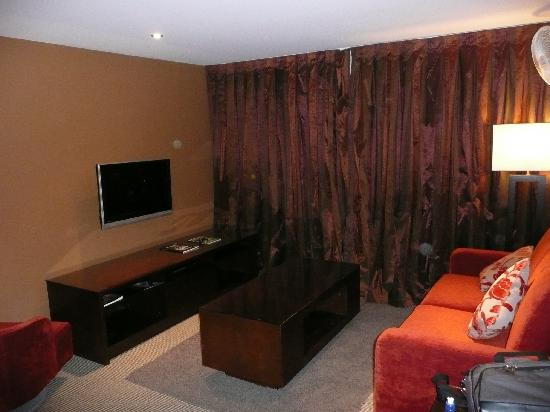 Ramada Resort Wanaka: Couch was ok, cable tv was good