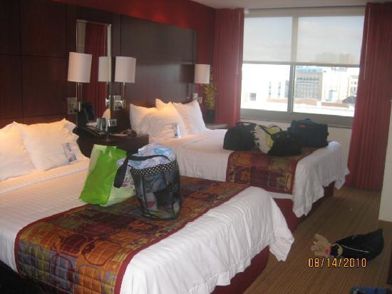 Residence Inn Norfolk Downtown: 2 queens 1 bedroom suite