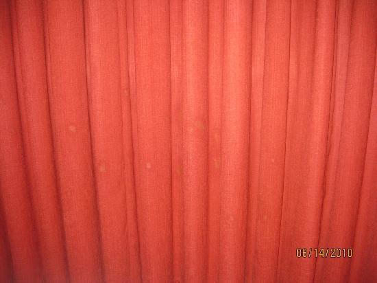 Residence Inn Norfolk Downtown: stain on the curtain
