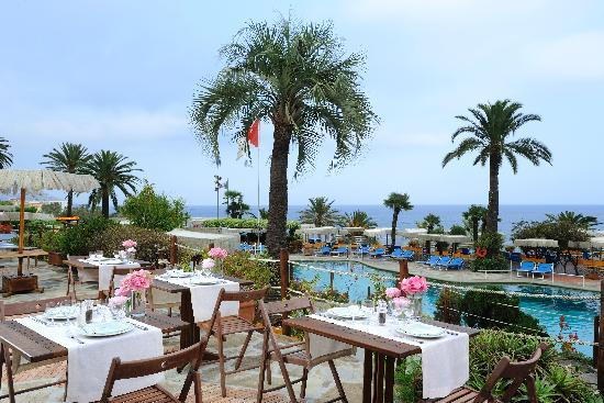 Royal Hotel Sanremo : Lunch at swimming pool
