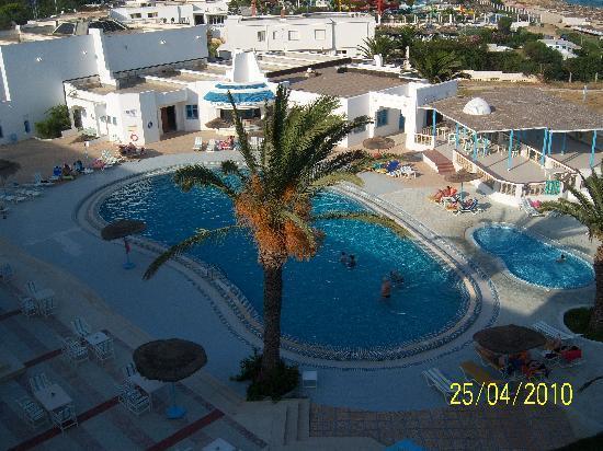 Hotel Club Les Colombes: vue de la chambre du 3eme etage avec ascenceur