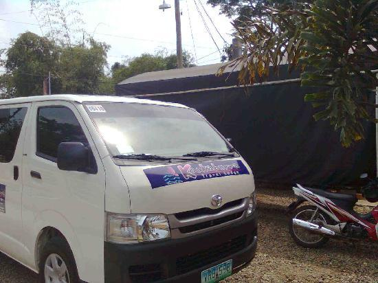 Kookaburra Travel Lodge: The hotel's transport van
