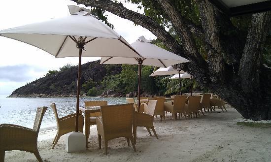 Hotel L'Archipel: Restaurant en bord de plage