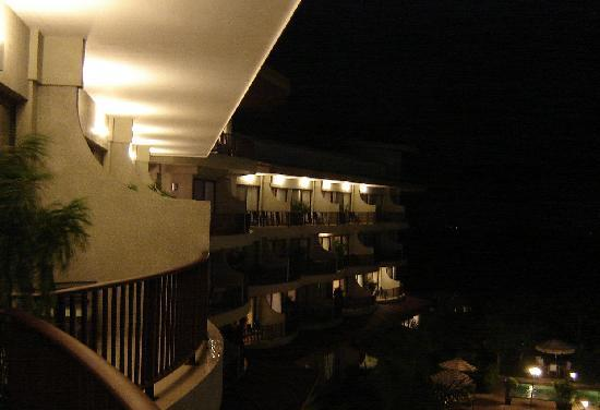 The Royal Corin Thermal Water Spa & Resort: De noche