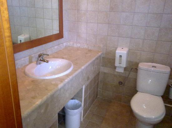 Alexandros Palace Hotel: bathroom