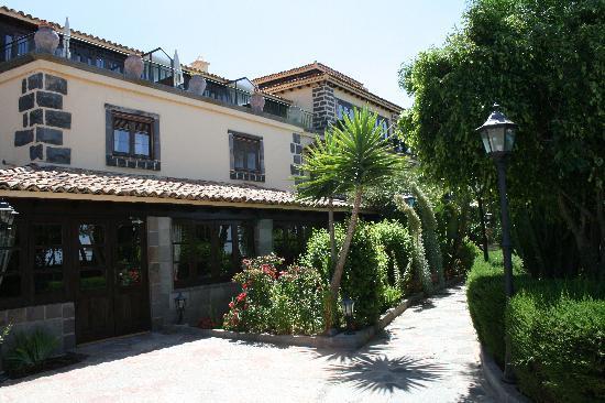 Vilaflor, إسبانيا: Außenanlage Hotel El Nogal