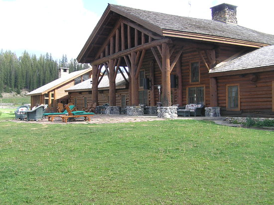 Brooks Lake Lodge and Spa: main lodge building