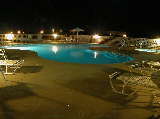 Cape Hatteras Motel: Lighted Pool & Hot Tub