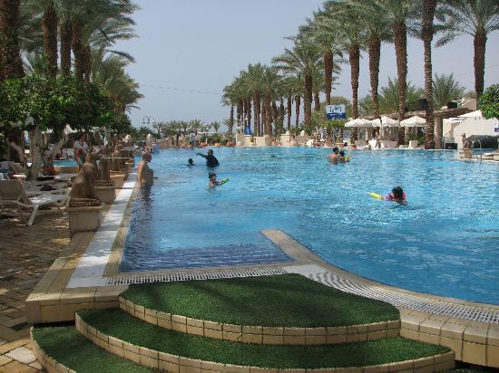 Herods Palace Hotel Eilat: Herods Palace swimming pool in the morning