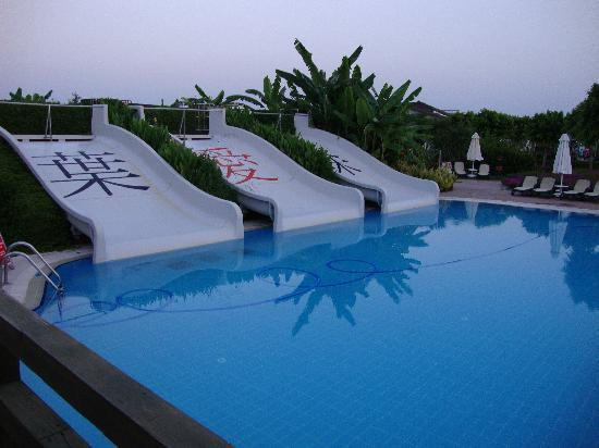 Limak Lara De Luxe Hotel&Resort: Water slide pool