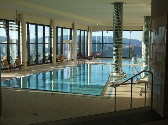 Sparkling Hill Resort: Indoor pool area