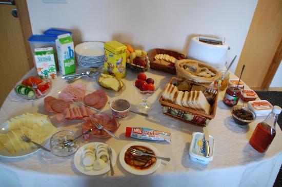 Holmur Guesthouse: colazione..i pancake non ci sono perchè li fa espressi!!!!
