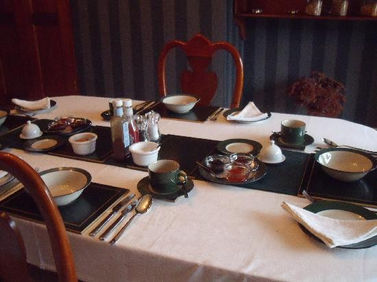 The Old Rectory Bed and Breakfast : Breakfast Table