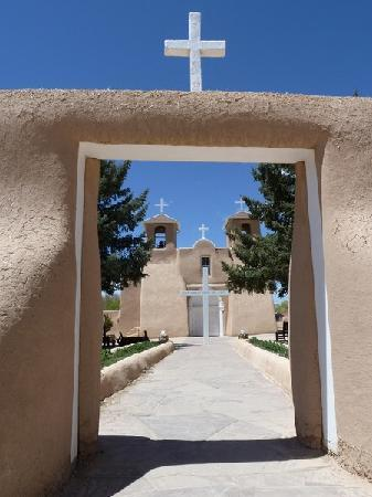 Ranchos De Taos, NM: San Francisco de Asis Church