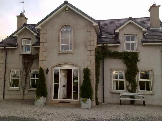 Redbrick Country Guesthouse: greygable house