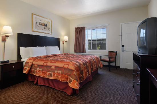 Super 8 Monterey: One Bed Room