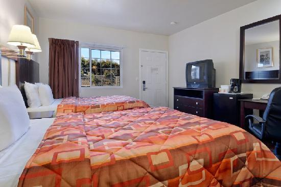 Super 8 Monterey: Two Double Beds Room