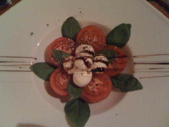 Cafe Pacific: Mmmmm...Caprese Salad!