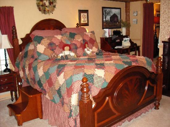 The Clarke House Bed & Breakfast: Sumptuous bedroom