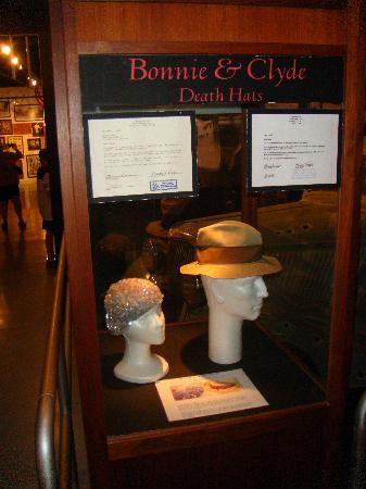 Roscoe, IL: Bonnie and Clyde Death Hats