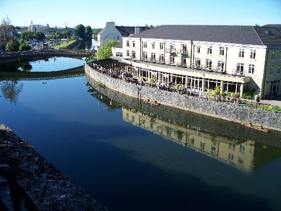 Kilkenny River Court Hotel: View of Hotel.