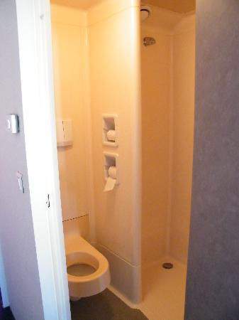 ibis budget Aix en Provence Est Le Canet : View of bathroom