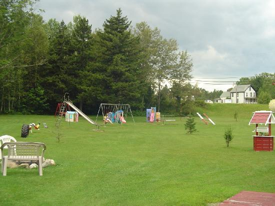 Carroll Motel & Cottages: play ground