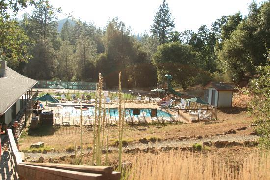 Yosemite Pines RV Resort and Family Lodging: swimmingpool