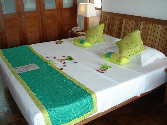 Reethi Beach Resort: bed on arrival