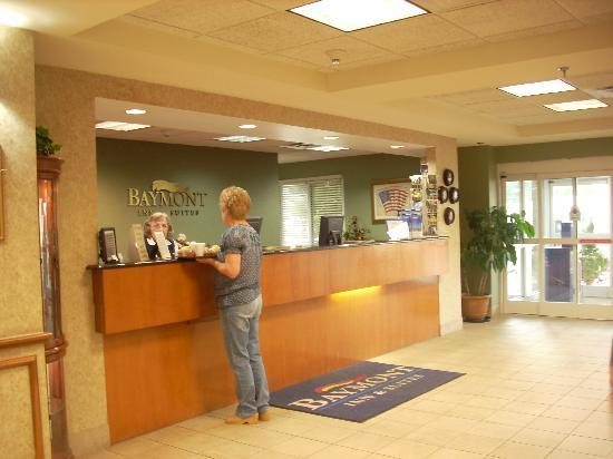 Country Inn & Suites By Carlson, Cookeville: A Look at the lobby