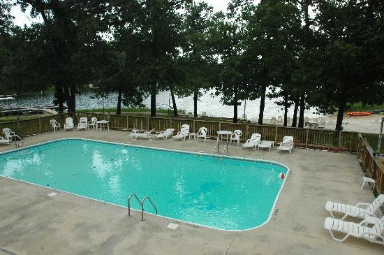 Crown Point Resort: Outdoor pool with sand beach beyond.