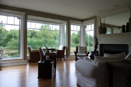Ambraden Pond: Family room