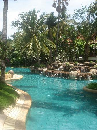 Thavorn Beach Village Resort & Spa: Best Pool wrap around pool,very big!