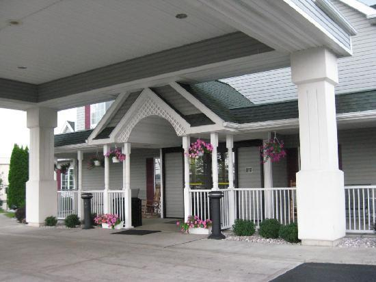 Country Inn & Suites By Carlson, Rochester-Henrietta: Front Entrance