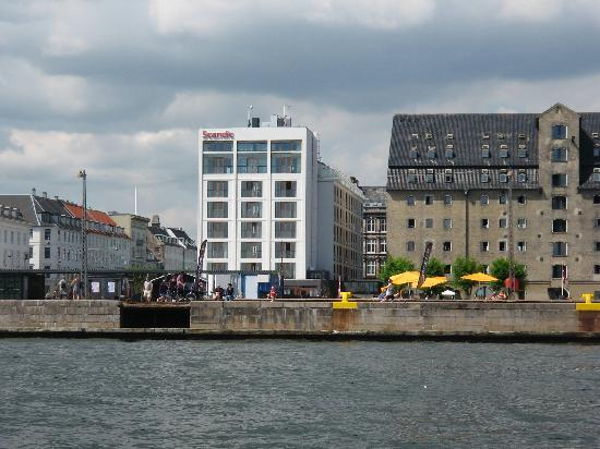 A view of Scandic Front from a harbour tour