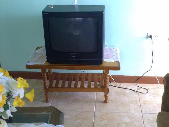 IV King's Guesthouse: tv with cable