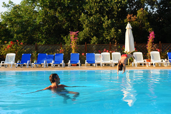 Castagneto Carducci, Italia: la meravigliosa piscina