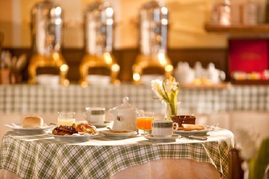 Hotel Ambasciatori: Breakfast