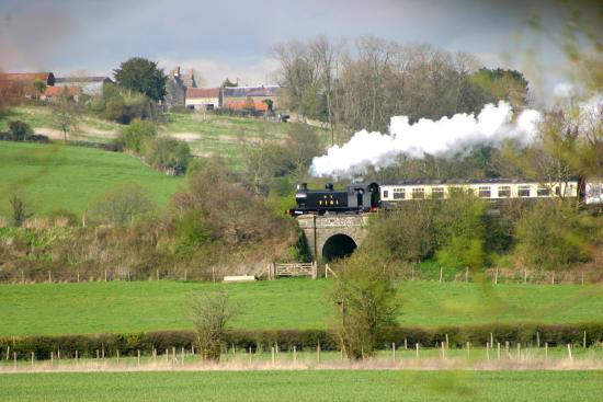 Avon Valley Railway (AVR): Enjoy the views of the Avon Valley from a steam train