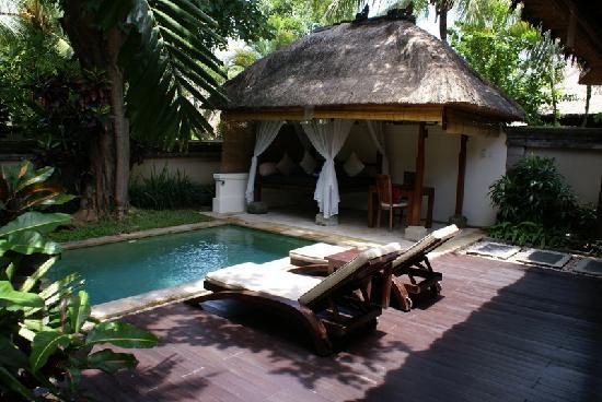 Garden pool villa vom privaten pool aus betrachtet bild for Garden pool villa ubud village resort