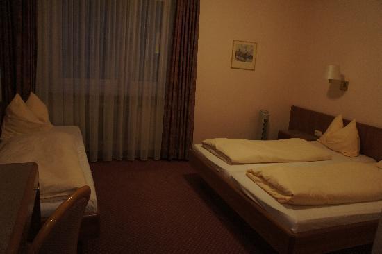 Hotel Carmen: habitación triple