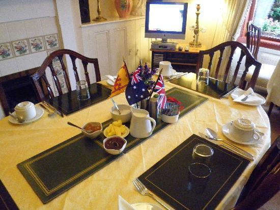 Kirkcaldy, UK: Breaky table